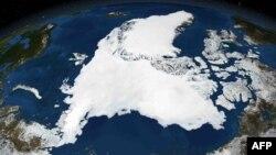 Спутниковый снимок арктических льдов, сделанный НАСА в 2007 году.