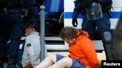 Российские болельщики, задержанные в Лилле 15 июня 2016 года.
