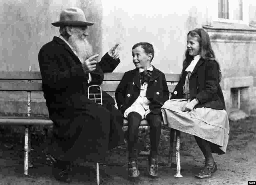 Tolstoy delights his grandchildren as he tells them a fairy tale in 1908.
