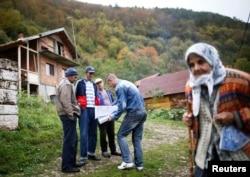 Перепись в деревне Крушев До в окрестностях Сребреницы, Босния, 1 октября 2013 г.