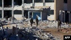 Grupa provladinih boraca u selu Sheikh Ahmad u blizini vojne baze Kweyris, istočno od Aleppa