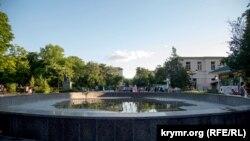 Неработающий фонтан в парке им. Тренева, 7 июля