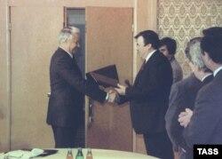 Întrevederea Boris Elţin-Mircea Snegur din 1990