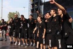 Пречекот на македонската кошаркарска репрезентација. Ретки моменти на радост