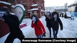 Перформенс провели у відповідь на висловлювання Путіна про «десятків Саакашвілі, які бігають площами»