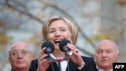 Хиллари Клинтон МГУда студенттер менен жолугуп,бир катар суроолорго жооп берди.