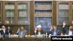 مجمع تشخیص مصلحت خواهان تشکیل مجدد شوراهای سابق شده است.