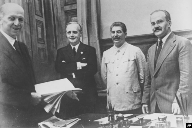 (Left to right:) German civil servant Friedrich Gaus,