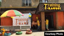 «Training cafe» в Алматы. Июль 2015 года, скриншот видео.