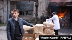 Полиция сжигает конфискованные наркотики в Душанбе