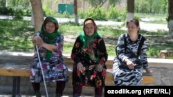 Uzbekistan - an old women in Navoiy city, 20Apr2012