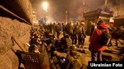 Тәуелсіздік алаңында тұрған шерушілер. Киев, 19 ақпан 2014 жыл.