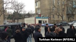 Перед зданием Апелляционного суда. Баку, 8 февраля 2013