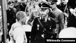 Рейхсфюрер СС Генрих Гиммлер посещает концлагерь Дахау, 1936 год