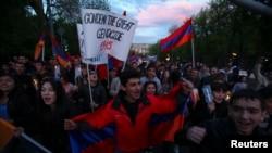Армения -- Факельное шествие накануне Дня памяти жертв Геноцида армян, Ереван, 23 апреля 2013 г.