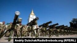 Cучасна зброя України на Михайлівській площі у Києві