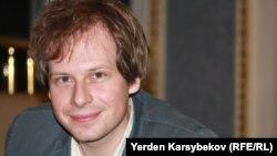 """Йохан Бир, """"Чек арасыз кабарчылардын"""" Европа, Азия бөлүмүнүн башчысы. Алматы, 23-июнь, 2013-жыл"""