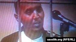 Лидер религиозной организации «Акрамия» Акрам Юлдашев в эфире государственного телевидения Узбекистана «признается» в организации протестов в Андижане в мае 2005 года.