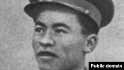 Совет армиясының офицері, 1945 жылы Рейхстагқа ту тіккендердің бірі Рақымжан Қошқарбаев.