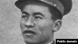 Рахимжан Кошкарбаев, офицер Советской армии, один из водрузивших красное знамя на Рейхстаг в Берлине в 1945 году.