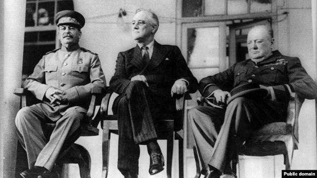 Sovjetski lider, Josif Staljin, američki predsjednik Franklin Roosevelt i britanski premijer Winston Churchill, Teheranska konferencija, novembar 1943.