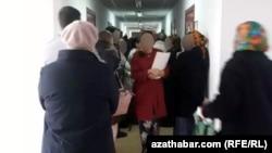Türkmenistanda nobata duran adamlar. Arhiwden alnan surat