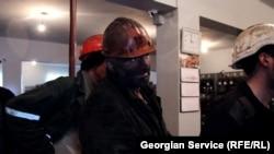 Горняки на шахте в городе Ткибули в Грузии.
