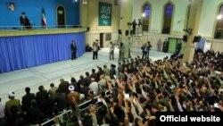 آیتالله علی خامنهای میگوید که به مذاکره خوشبین نیست، اما این مذاکرات ضرری هم ندارد.