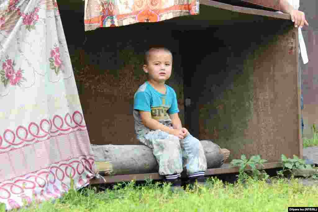 Зулкайнар Ергашев рассказывает, что на юге в это время дети всегда ели овощи и фрукты, которых было в изобилии. Сейчас семья не может себе позволить покупать ягоды и фрукты: в основном всё привозное и цены кусаются.