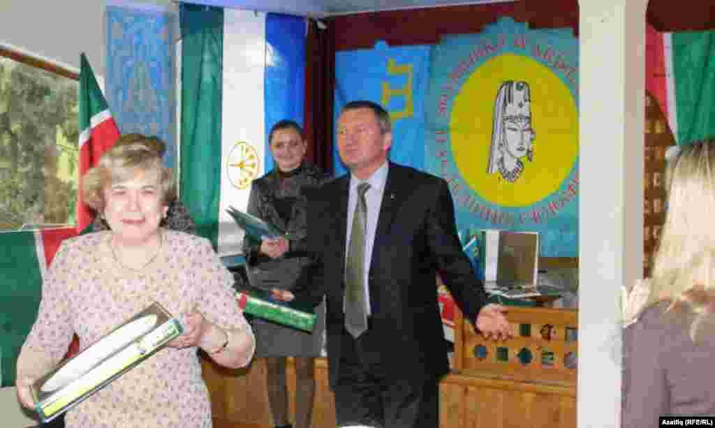 Русиянең Кырымдагы баш консулы урынбасары Сергей Голышев чыгыш ясый