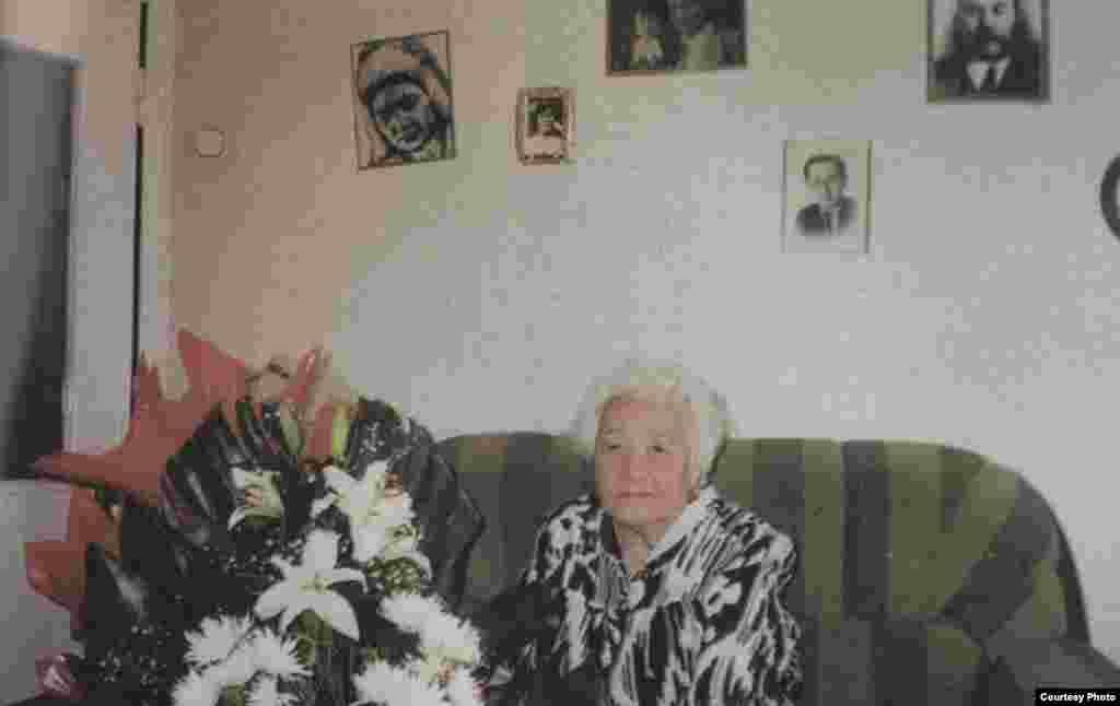 """Гүлнар Дулатова. 18 қазан 2004 жыл. (Сурет """"Шындық шырағы"""" кітабынан алынған)."""