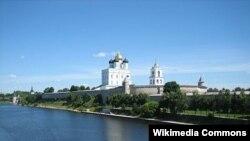 Вид на город Псков, административный центр Псковской области России.