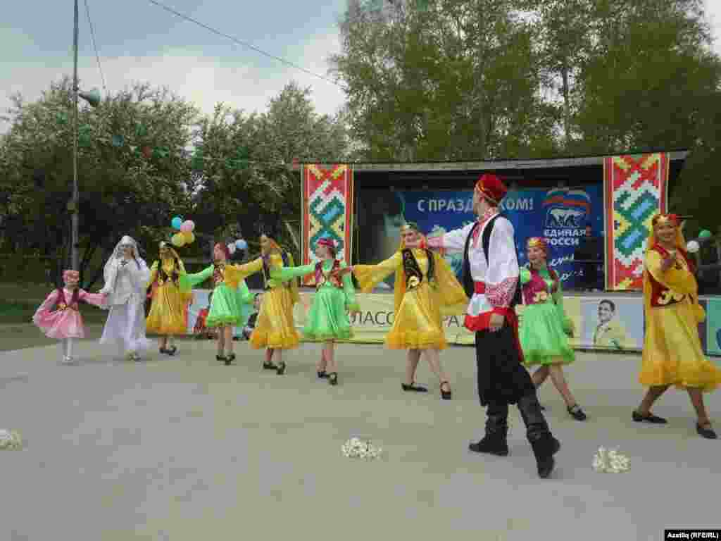 Амурдагы Комсомольски паркы сәхнәсендә татар биюе