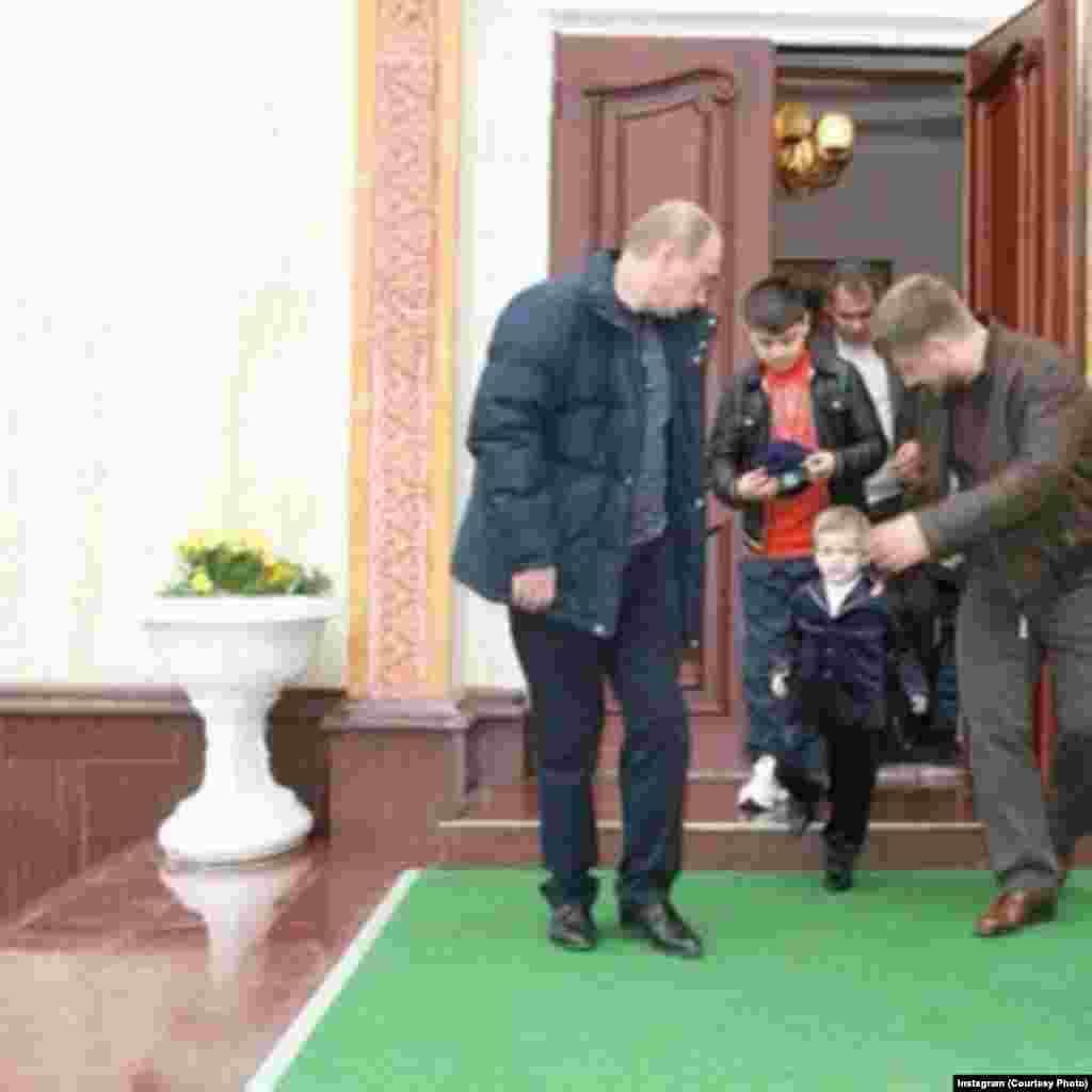 Россиялъул президентВладимир Путин Рамзан Къадировасул рокъов, Хоси-Юрт