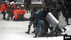 Арест участников демонстрации протеста. Киев, 22 января 2014 года.