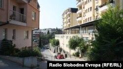 Под хотелот Панорама на Водно има цела нова населба.