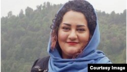 آتنا دائمی، فعال مدنی که در زندان بهسرمیبرد.