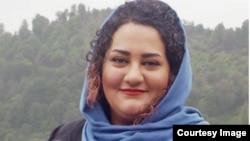 آتنا دائمی از ۱۹ فروردین در اعتصاب غذا به سر میبرد
