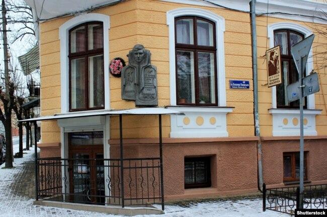 Будинок, в якому розташований музей Володимира Івасюка. Чернівці, 20 грудня 2017 року