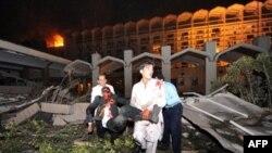 انفجار در مقابل هتل ماریوت، ۵۷ کشته و ۲۷۰ زخمی بر جای گذاشت.(عکس: AFP)