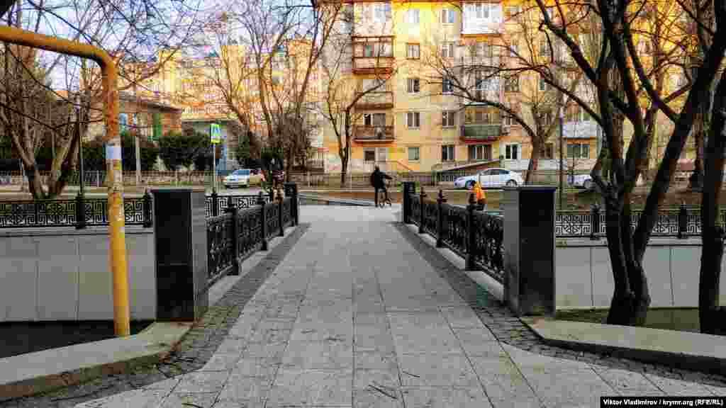 Міст на вулиці Набережній
