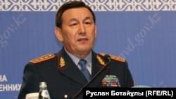 Қалмұханбет Қасымов, ішкі істер министрі.