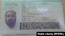 """Owganystanyň """"Talyban"""" lideriniň öňe sürülýän pakistan pasporrty."""