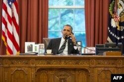 Барак Обама розмовляє телефоном із Хасаном Роугані, 27 вересня 2013 року, фото Білого дому