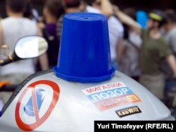 """Blue bucket"" protesters have been mobilized across Russia against the abuse of road privileges for top bureaucrats."