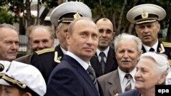 Рейтинг Путина как кандидата в президенты по-прежнему высок, несмотря на истекающий срок его полномочий