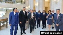 Президент Азербайджана Ильхам Алиев наградил представителей средств массовой информации по случаю 140-летия национальной печати медалями и орденами. Некоторым была выделена жилплощадь