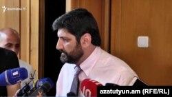 Кандидат на должность судьи Конституционного суда Ваге Григорян беседует с журналистами, Ереван, 13 июня 2019 г․
