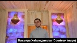Радик Хайрутдинов показывает свою работу
