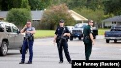 Архивное фото: полиция блокирует дорогу после стрельбы в штате Луизиана.
